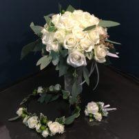 真っ白なブーケと花冠